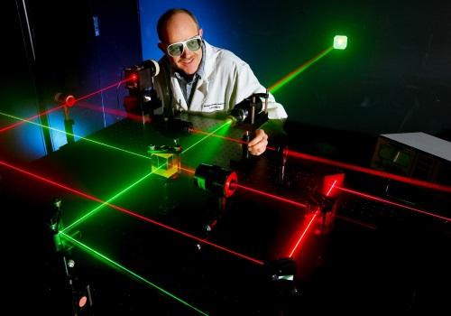 معرفی رشته مهندسی اپتیک و لیزر