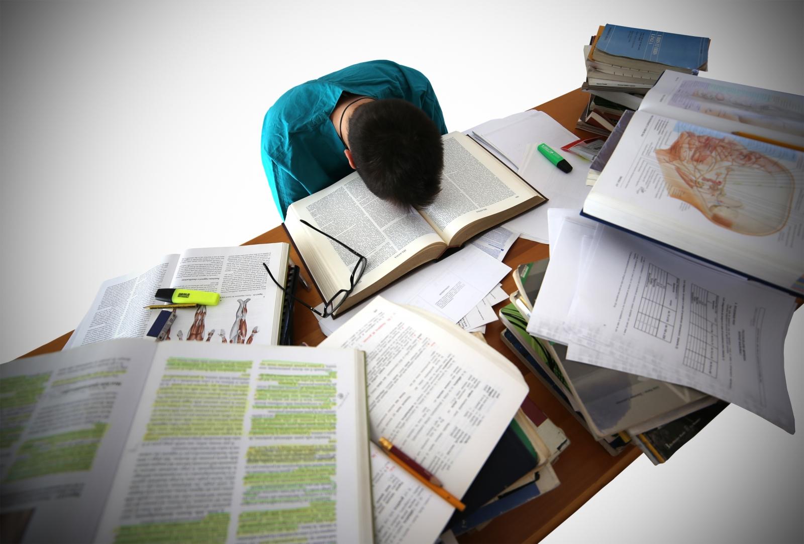انگیزه ی درس خواندن ندارم چه کنم؟